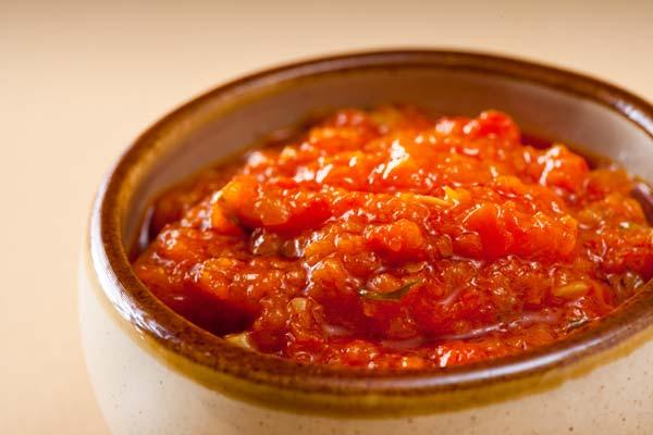 Аджика из кабачков с томатной пастой в мультиварке