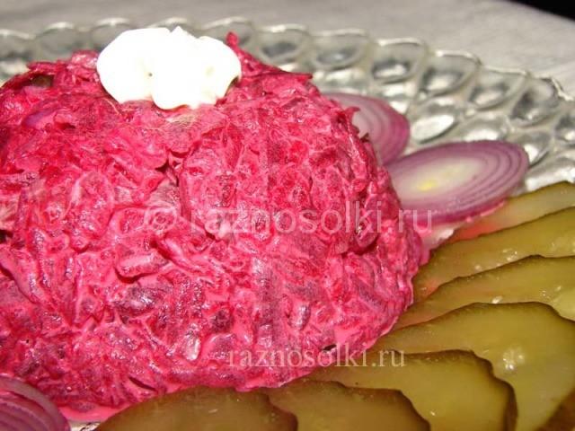 Салат из свеклы с огурцами и красным луком