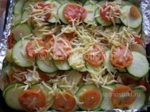 овощи посыпаны сыром
