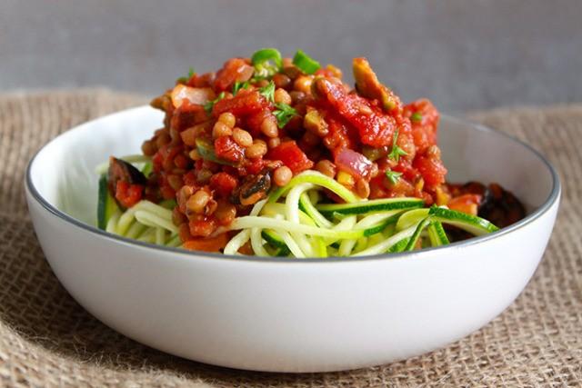 Спагетти из цукини с соусом