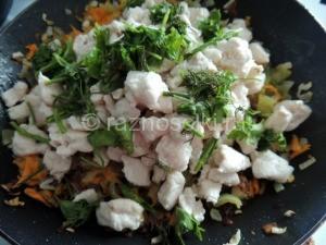 куринное филе с луком и морковью