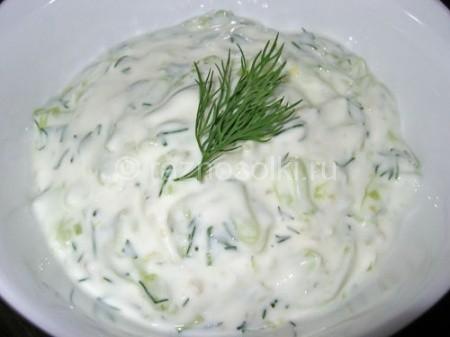 салат из огурца в простокваше