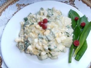 Салат с черемшой и свежим огурцом
