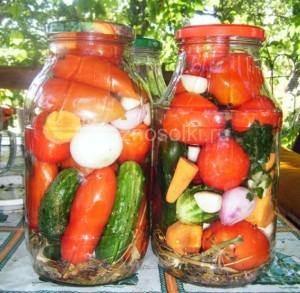 Банки наполненные овощами