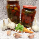 томаты маринованные с ботвой