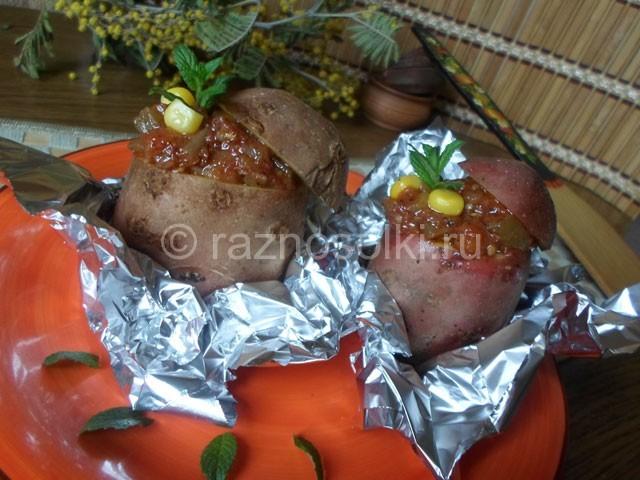 фаршированный картофель запеченный в фольге