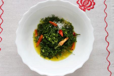 Добавка зелени к соусу