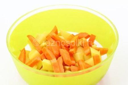 Морковь в картошке
