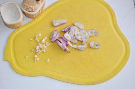 лук и чеснок для маринада