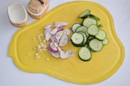 Нарезка огурцов для салата