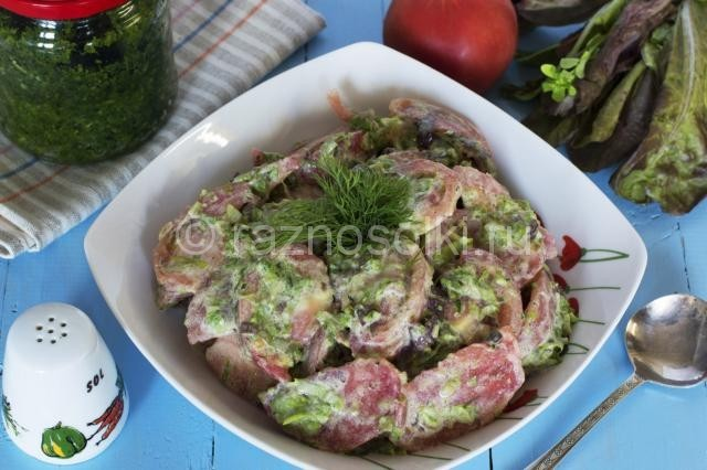 Салат из помидоров с чесночными стрелками