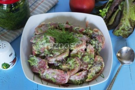 Салат с помидорами и чесноком
