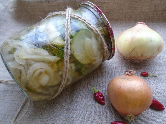 Огурцы с луком и маслом