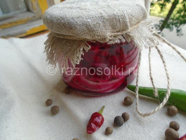 Маринованный лук со свеклой на зиму