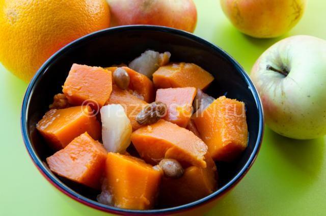 Тыква с яблоками и изюмом