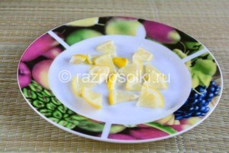 Кусочки лимона