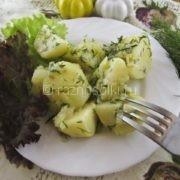 Молодой картофель с луком