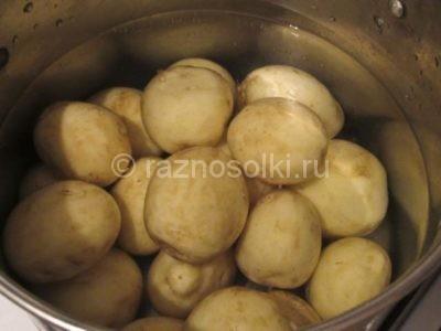 Очищенный молодой картофель