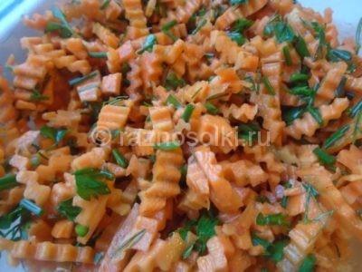 Морковь, зелень с соусом