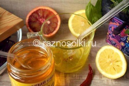 Мед в салатной заливке