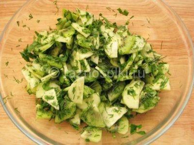 Зелень в салате