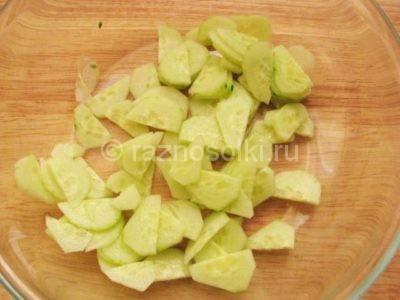 Огурцы в салатнике