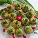 Картофельные шарики на блюде