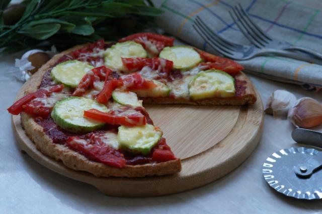 Овощная пицца на творожном тесте