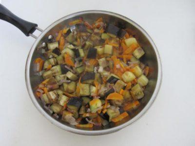 Обжаривание баклажан для супа