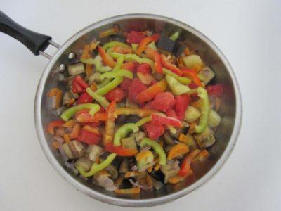 Овощи для супа на сковороде