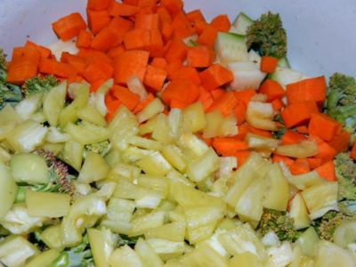 Морковь и болгарский перец в миске
